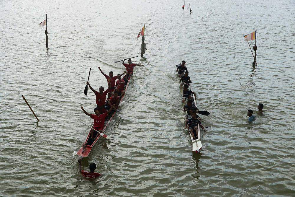 Zartithway's crew winning the race at the traditional boat racing held in Meiktila Lake. Photo: Chan Tha