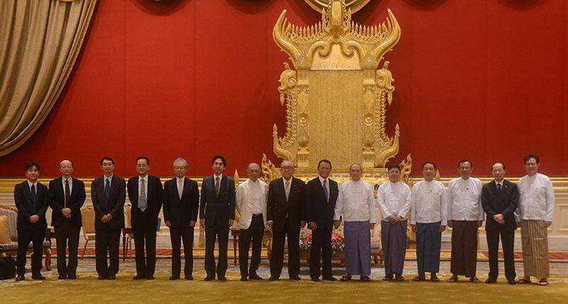 President U Thein Sein poses for documentary photo together with Japanese delegation led by Deputy Prime Minister and Minister of Finance Mr Taro Aso. Photo: mna