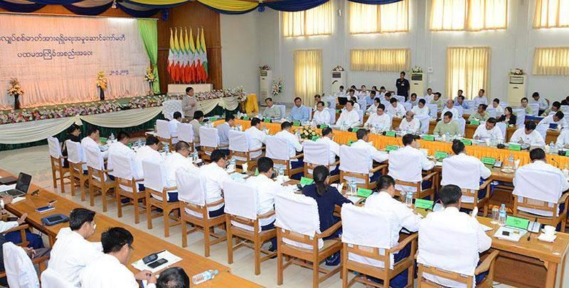 Vice President U Nyan Tun addresses meeting of National Electrification Executive Committee.  Photo: mna