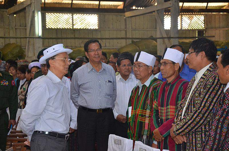President U Thein Sein converses with local Chin nationals at the ceremony to donate provisions to flood victims.