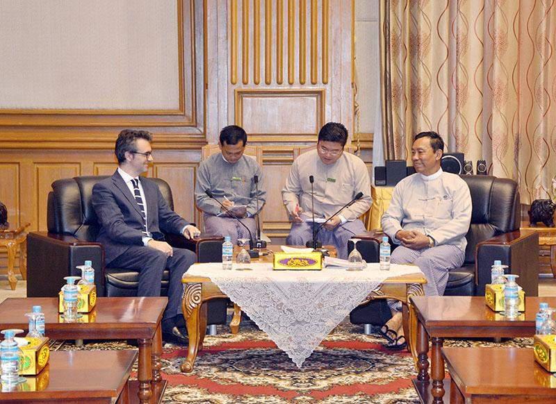 Italy's Ambassador to Myanmar Mr Pier Giorgio Aliberti meets with Speaker Thura U Shwe Mann in Nay Pyi Taw on Friday.