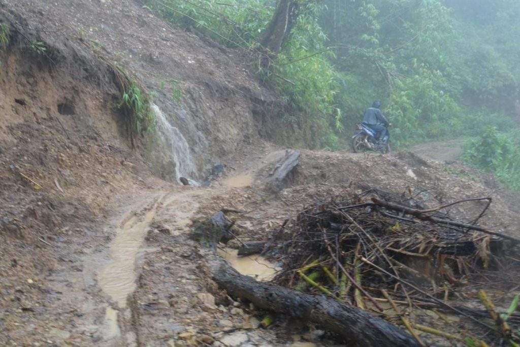 Recent floods in Chin Sate caused landslides blocking a road leading to a dam in hilly region.—Photo: Su Hnin Leh