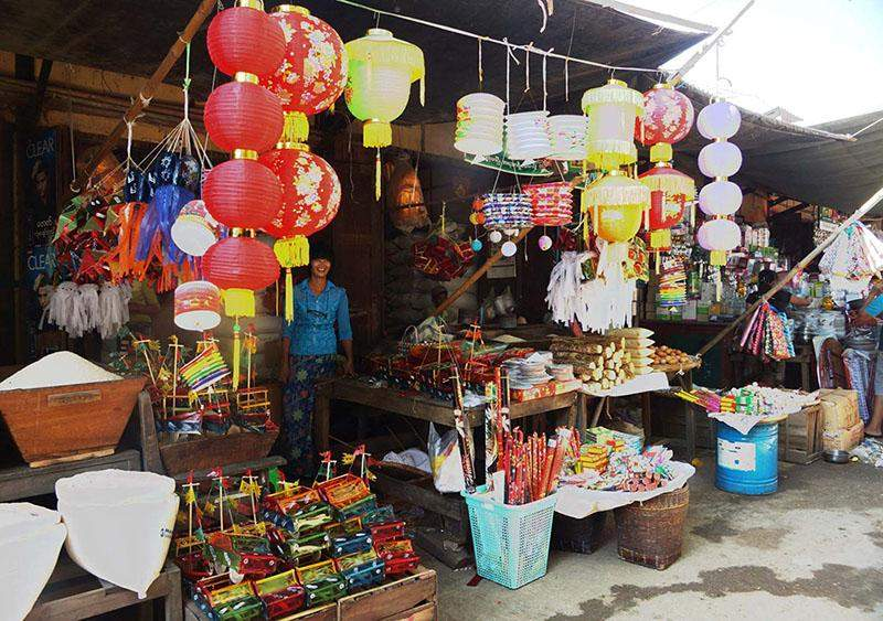 Paper lataterns are popular among Myanmar during Thadingyut Festival acroos the country. Photo: Chan Tha
