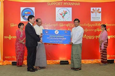 Vice President U Nyan Tun receives cash donation presented by Chinese Ambassador to Myanmar Mr Hong Liang.