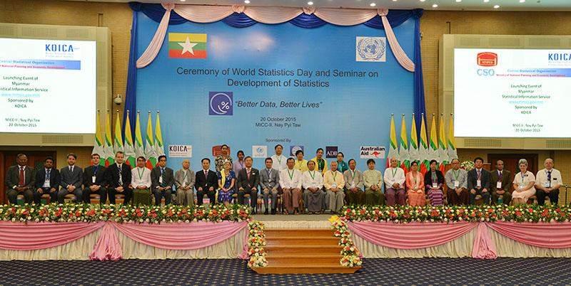 Dignataries have documentary photo taken at ceremony to mark World Statistics Day. Photo: MNA