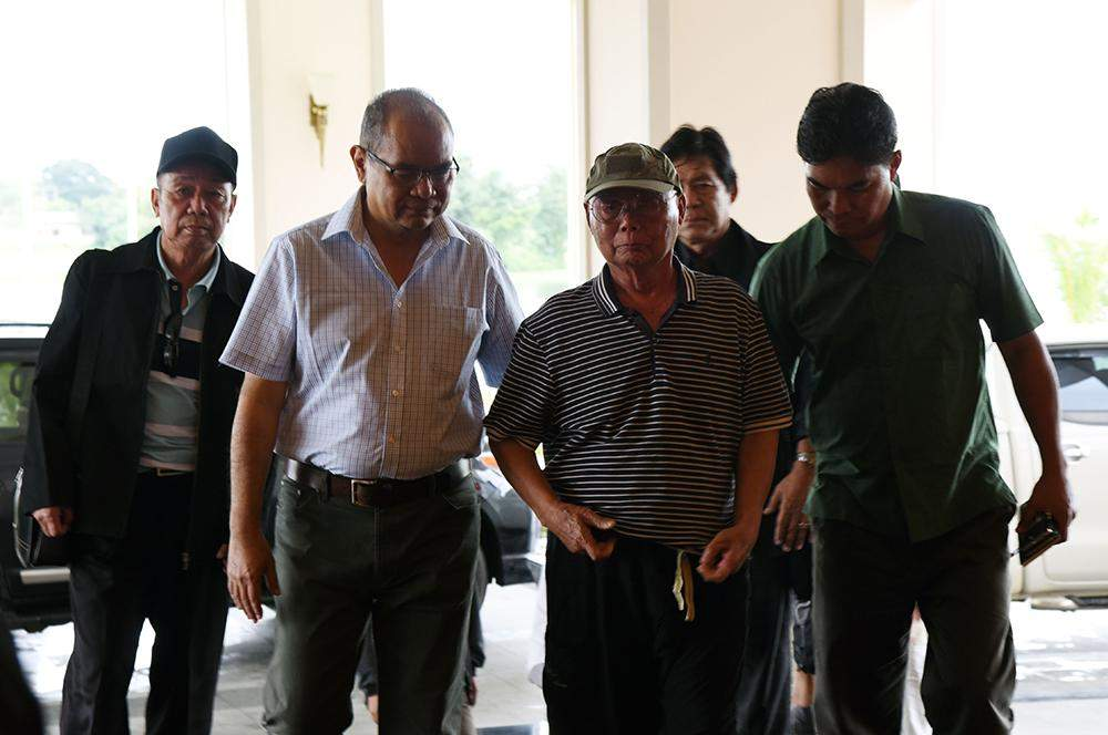 The KNU delegation, led by chairman Saw Mutu Saepo, arrive at the Horizon Hotel in Nay Pyi Taw. Photo: MNA