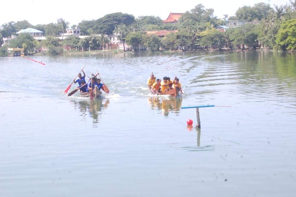 Boat racing in Mandalay.