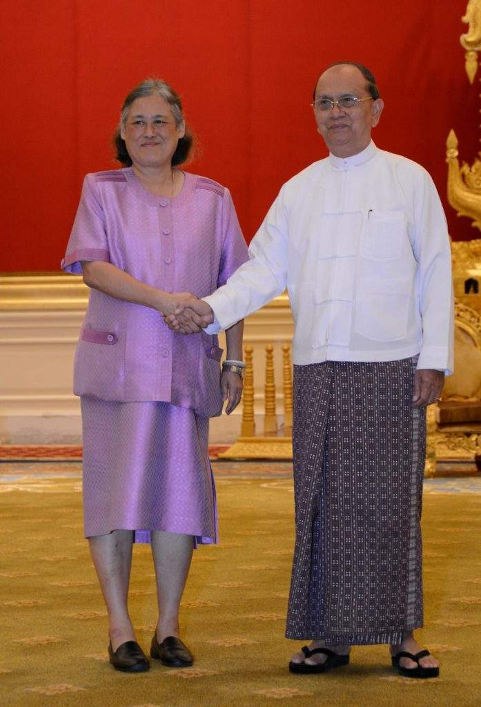 President U Thein Sein shakes hands with Thai Princess Maha Chakri Sirindhorn of Thailand. Photo: MNA