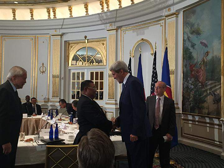 Union Foreign Minister U Wunna Maung Lwin shakes hands with John Kerry, the Secretary of State of the US, at informal ASEAN-U.S. Ministerial Meeting.