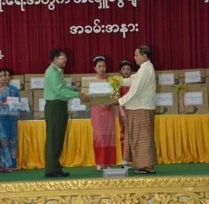 Senior General Min Aung Hlaing donates computers to schools in Mawlamyine. Photo: Myawady