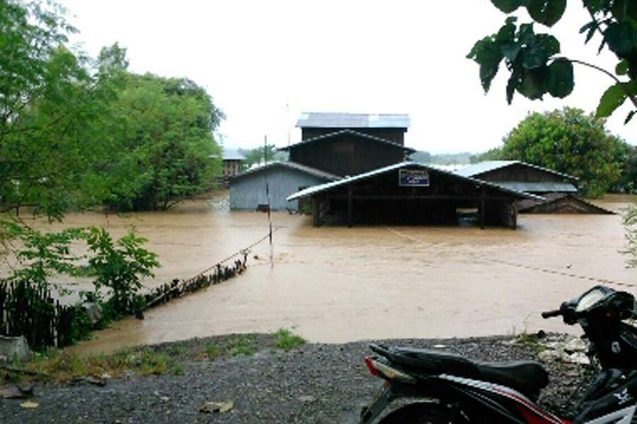 Houses of local people in flooding in Myanaung Township.  Photo: Win Bo (IPRD)
