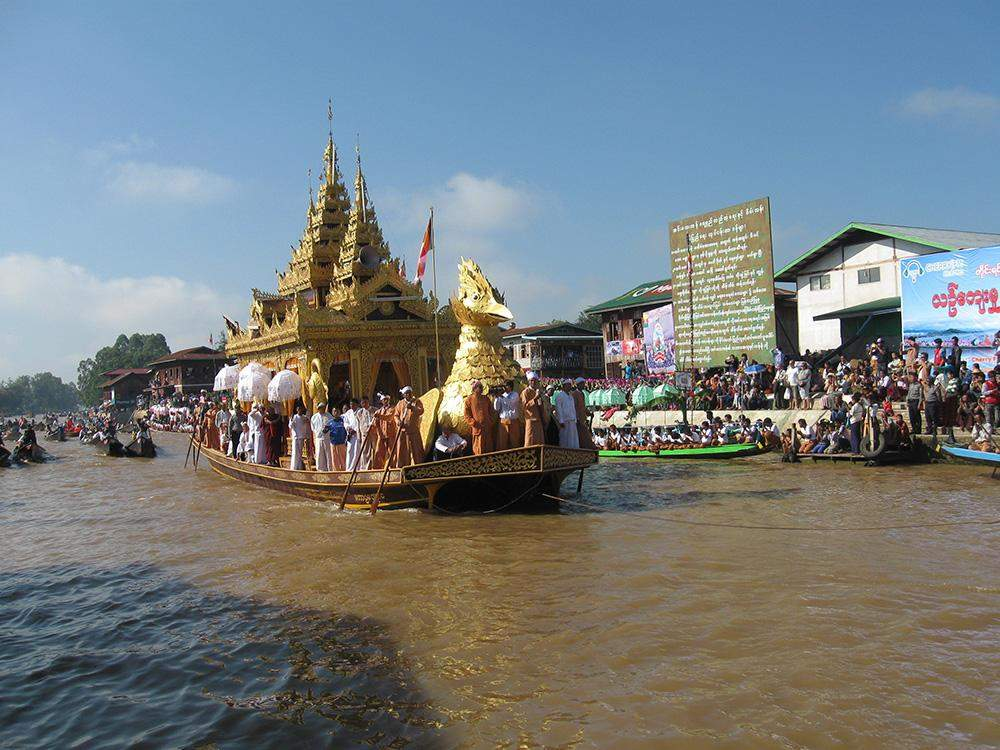 The barge carring four golden statues of of Buddha Image tours around villages in Inlay Lake during Hpaung Daw U Pagoda festival for public homage. Photo: Nay Myo Thurein