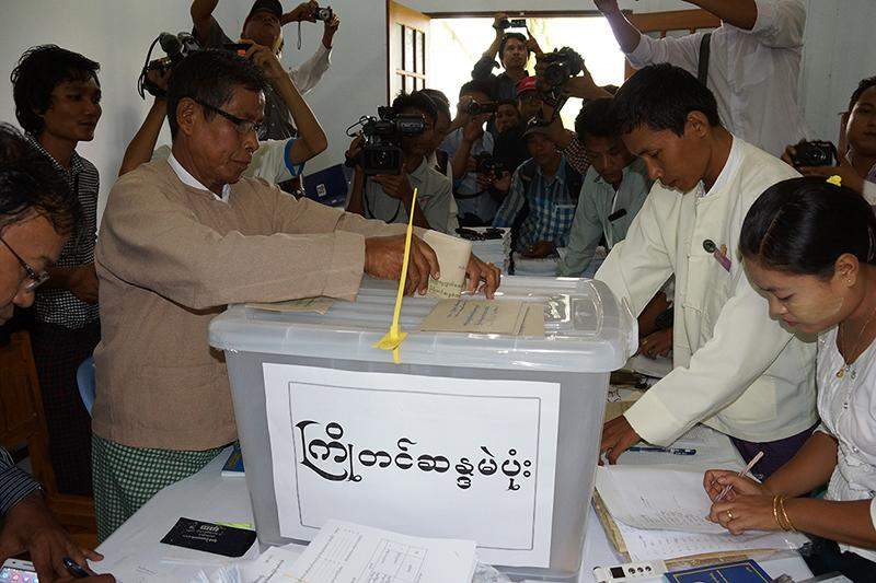 A voter casts an advance vote for the election on November 8 at a polling station in Zabuthiri Township.
