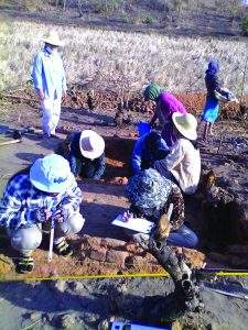 Archaeologists study remains of objects used by ancient people.  Photo: Supplied by Ministry of Culture