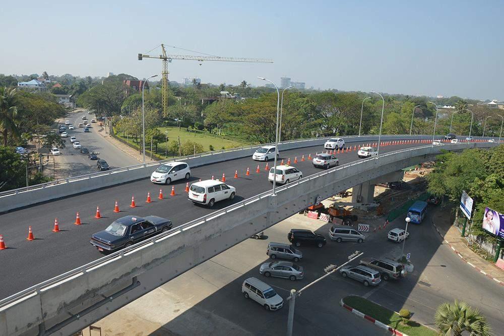 Traffic is seen at Kokkine Overpass. Photo: Khin Maung Win