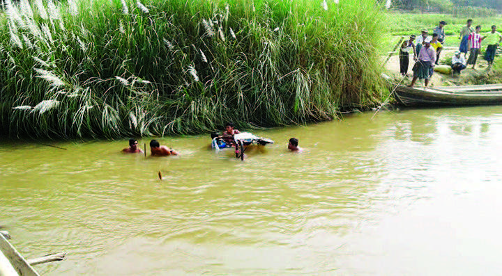 Villagers nearly seen rescuing the passengers.