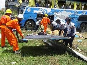 File photo shows highway Police and rescuers prepare to send the injured from a road accident to the hospital.