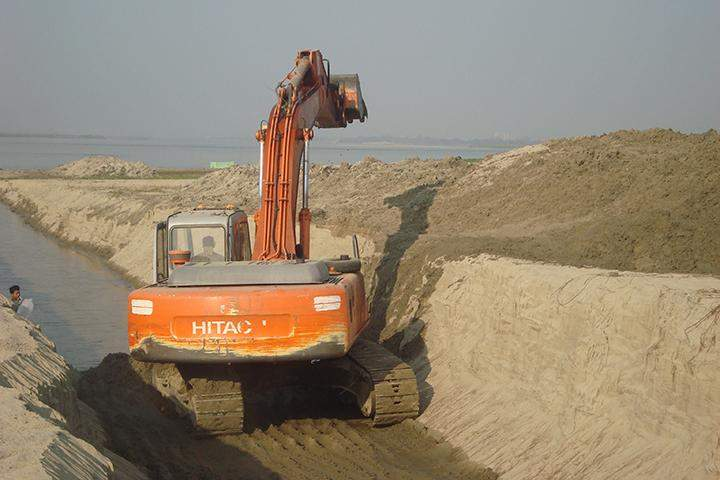 New drain is under construction in Amarapura.