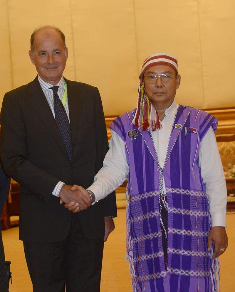 Speaker Mahn Win Hkaing Than welcomes Resident Representative of United Nations High Commissioner for Refugees in Myanmar Mr. Giuseppe de Vincentiis.