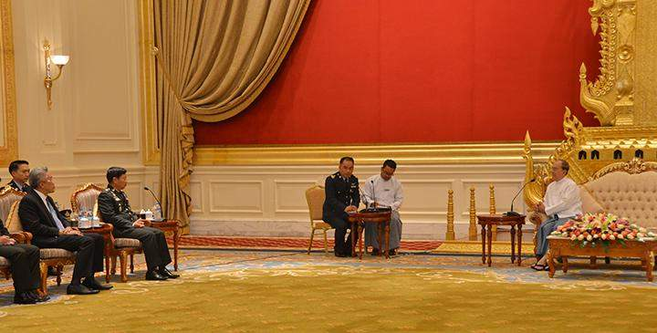 Chief of Defense Forces of Thailand General Sommai Kaotira and party call on President U Thein Sein at the Credentials Hall of the Presidential Palace in Nay Pyi Taw.