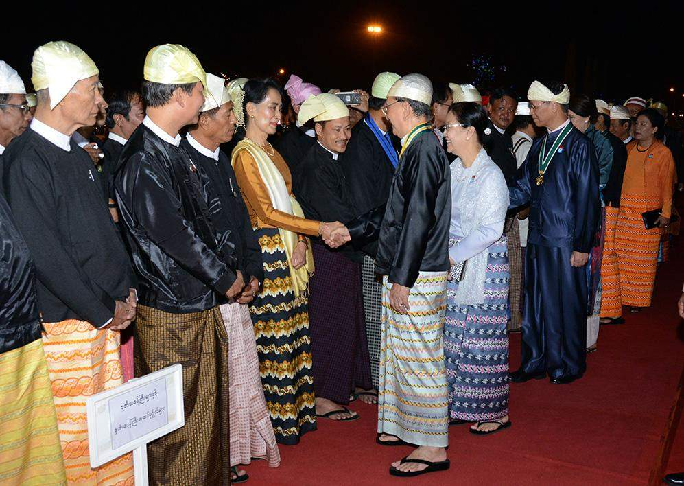 President U Thein Sein shakes hands with Daw Aung San Suu Kyi, Chairperson of National League for Democracy, on his arrival at dinner to mark 69th Anniversary Union Day.
