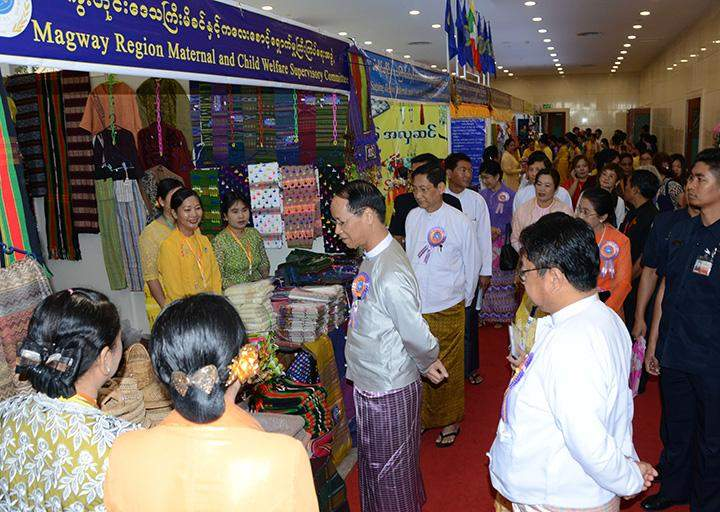Vice President Dr Sai Mauk Kham visits booths at 8th Asia Pacific Conference on Reproductive and Sexual Health and Rights.