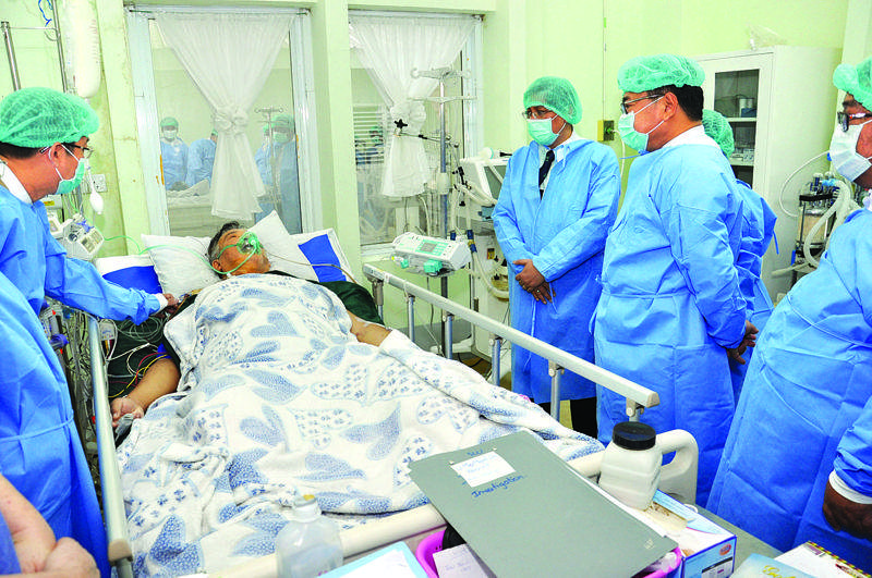 Union minister Dr Than Aung giving words of encouragement to U Myo Maung Maung, liver donor, and U Myo Myint, liver transplanted patient. Photo: Myanma Alinn
