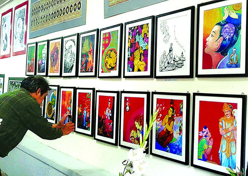 A painting fan taking a photo of  paintings. Photo: Khin Khin Win (Education)