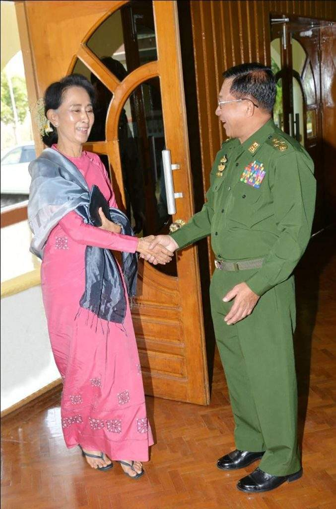 Senior General Min Aung Hlaing shakes hands with Daw Aung San Suu Kyi upon the latter's arrival to hold talks with him.