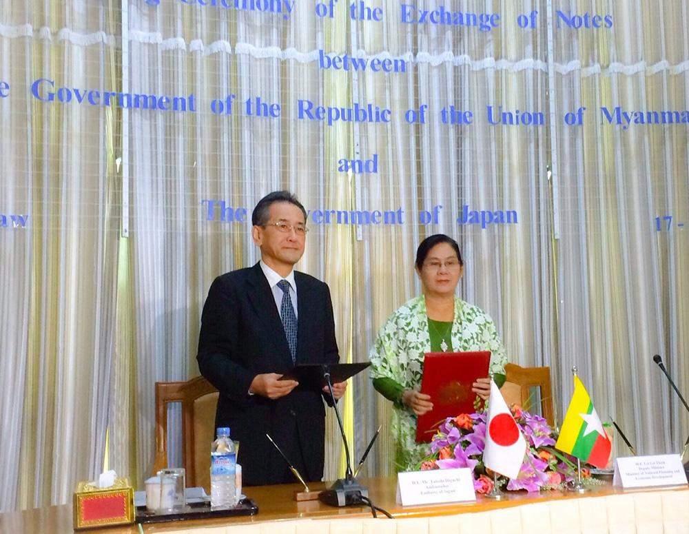 Japanese Ambassador Mr Tateshi Higuchi and Deputy Minister Daw Lei Lei Thein signed an MoU on US$ 10.8 million aid package. Photo: MNA