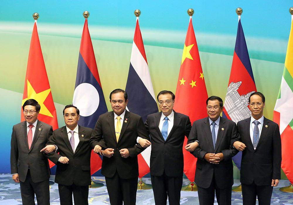 VP Dr Sai Mauk Kham poses for photo together with Mekong-Lancang Cooperation leaders. Photo: Reuters
