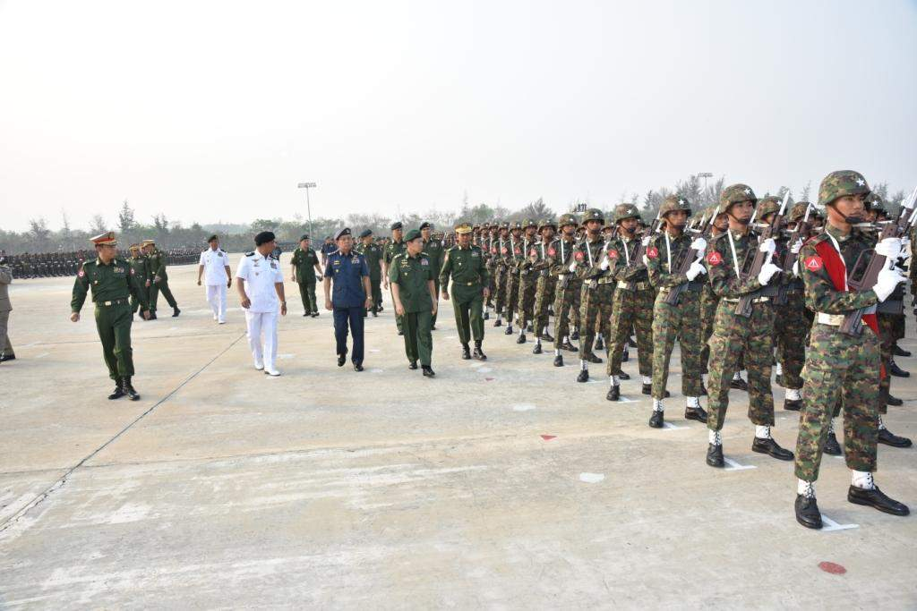 Commander-in-Chief (Army) Vice-Senior General Soe Win inspects parade columns. Photo: Myawady
