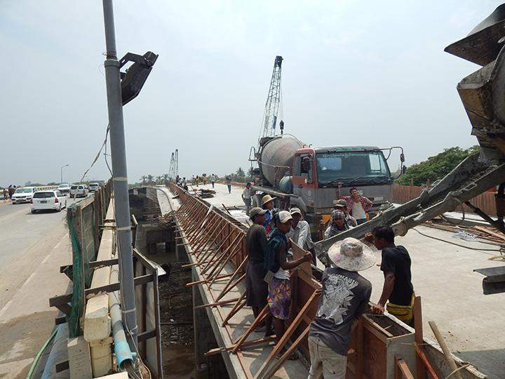 Construction workers are seen on Bohmu Bahtoo Bridge which is under construction.