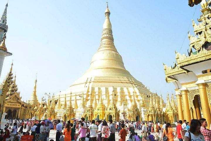 Shwedagon Pagoda is crowded with devotees on the Full Moon of Tabaung.