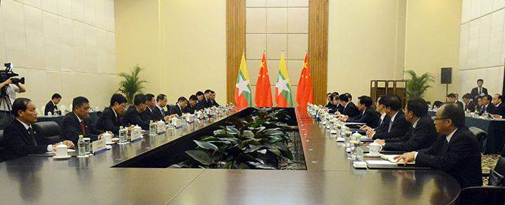 The meeting for trade promotion between Myanmar and China is held.