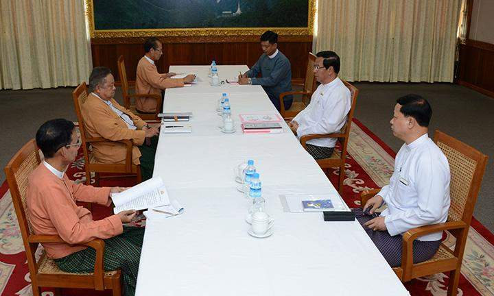 Meeting between the government's supporting committee and the transition team of the National League for Democracy.