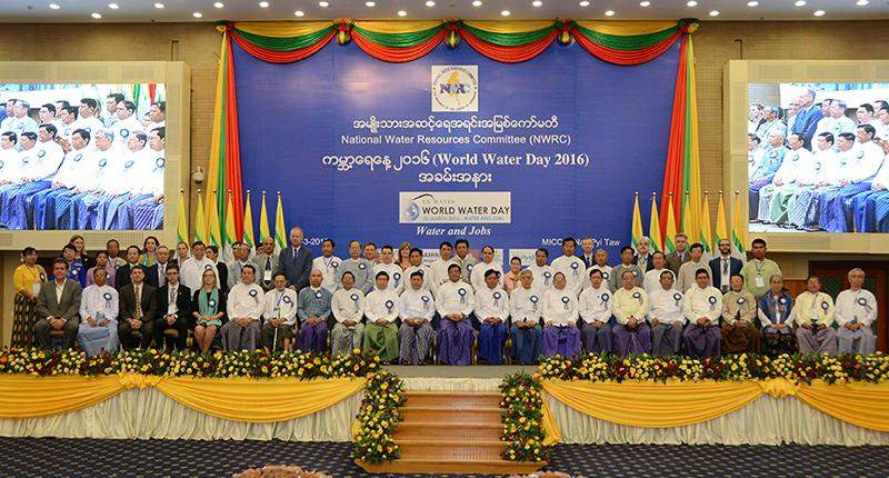 Vice President U Nyan Tun poses for photo together with dignitaries at World Water Day 2016 celebration. Photo: MNA