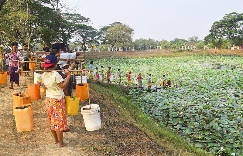 Villagers line up to fetch drinking water in Dalla. Photo: Aye Min Soe