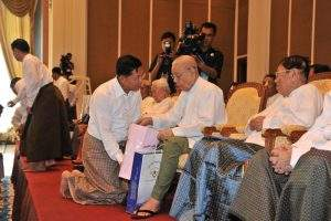 Senior General Min Aung Hlaing talks to veteran military officers. Photo: MNA