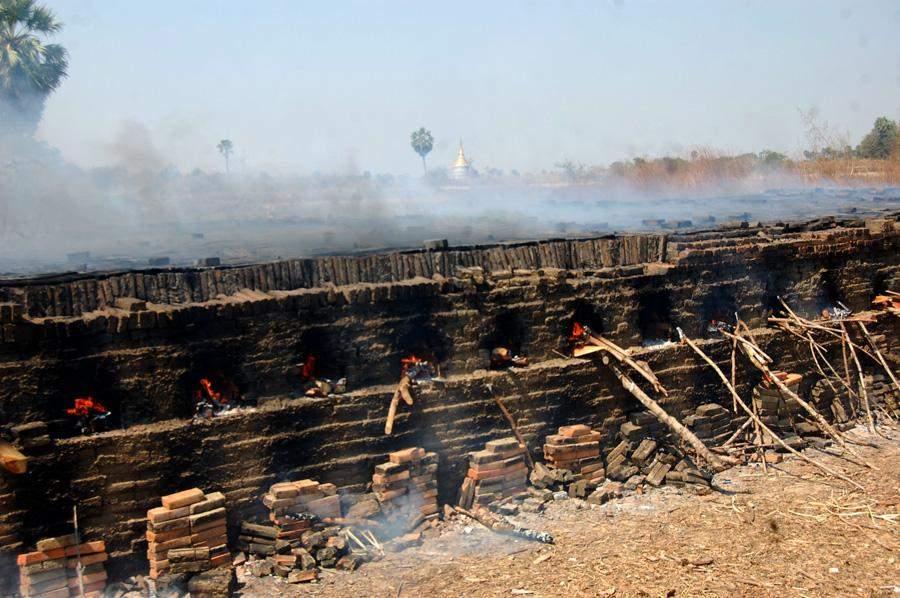Bricks making site in Thaton. Photo: Myitmakha News Agency