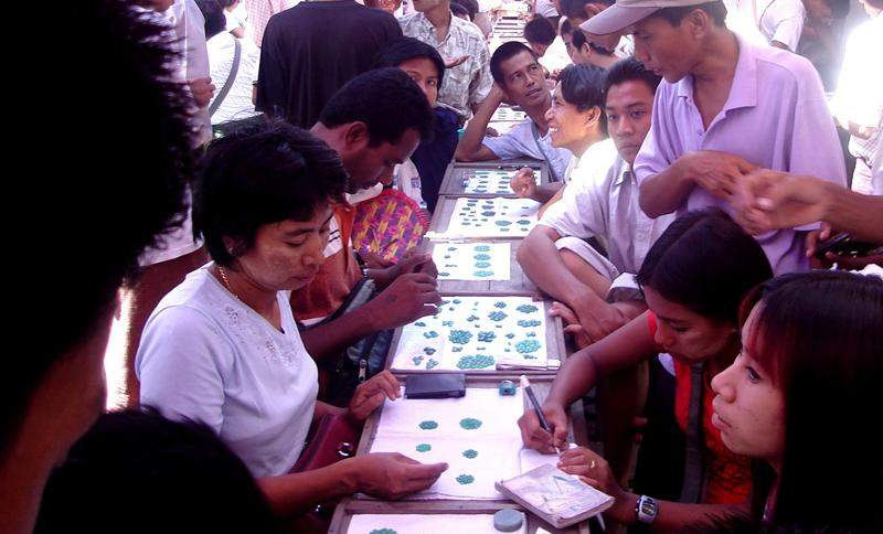 Gem merchants are seen observing the precious stones. Photo: Myitmakah News Agency