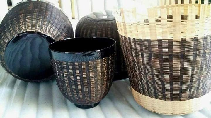 Horsehair lacquerware handicrafts.