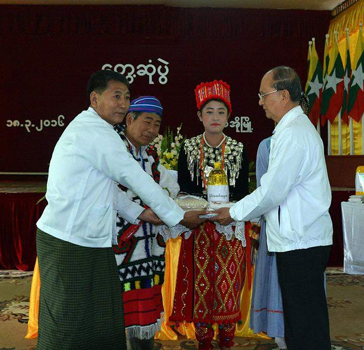 President U Thein Sein presents ration to organizations in Putao.