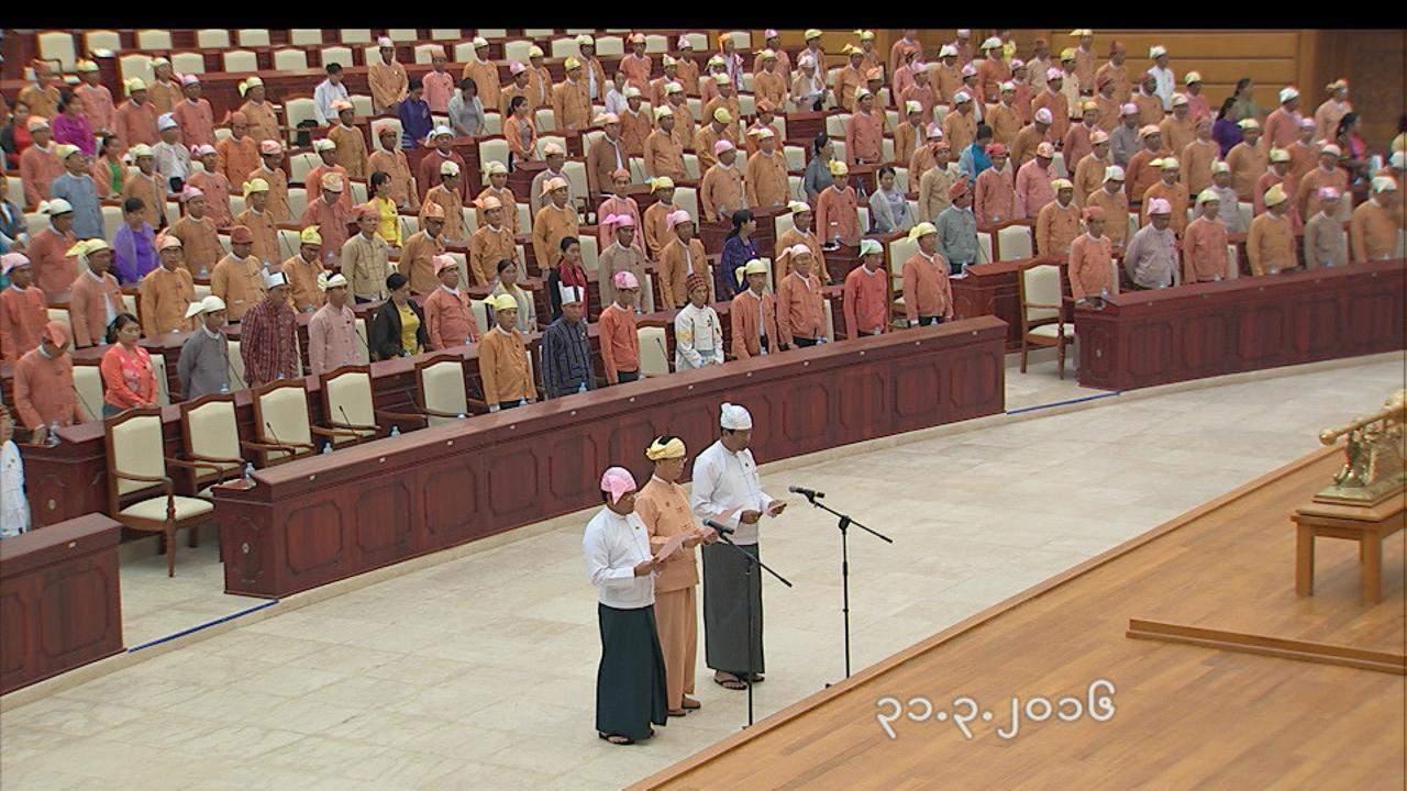 (From L to R) U Nyan Tun, Dr Sai Mauk Kham and U Maung Myint take the oath at Pyithu Hluttaw. Photo: MNA