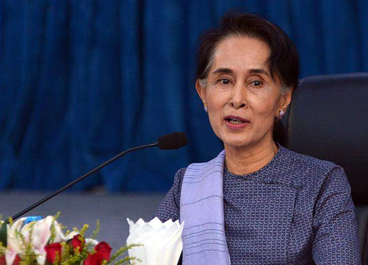 Foreign Affairs Minister Daw Aung San Suu Kyi clarifies the foreign policy to diplomats.
