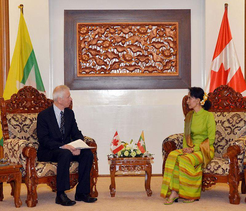 Union Minister Daw Aung San Suu Kyi talks with Canadian Minister for Foreign Affairs Mr Stéphane Dion. Photo: MNA