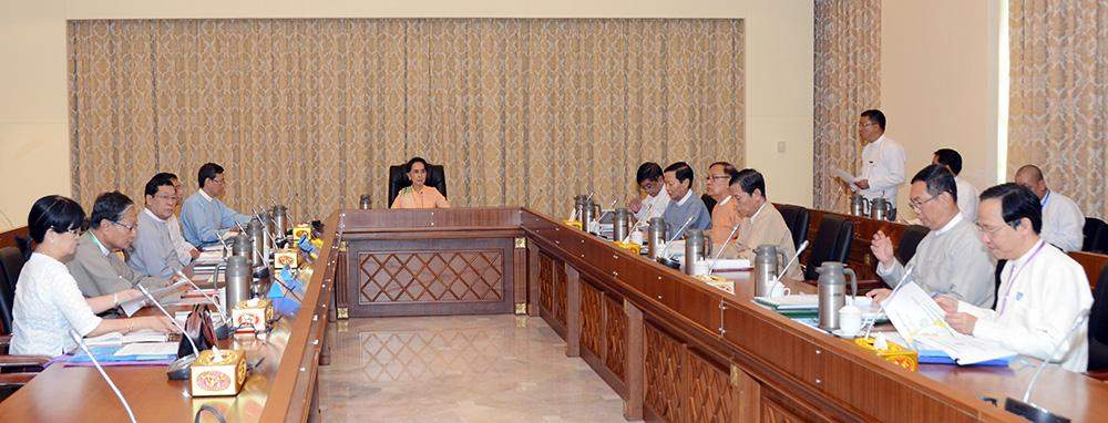 Daw Aung San Suu Kyi holds talk with union ministers over reformation of ministries. Photo: MNA