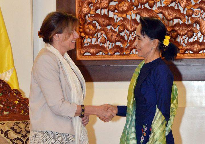 Union Foreign Minister Daw Aung San Suu Kyi shakes hands with Swedish Minister for International Development Cooperation Ms. Isabella Lövi.