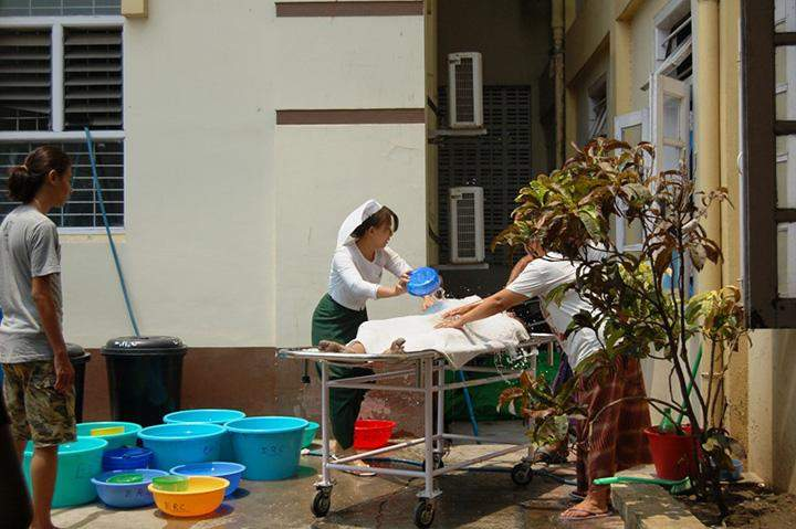 A patient receives treatment for heat stroke in Mandalay in 2014.