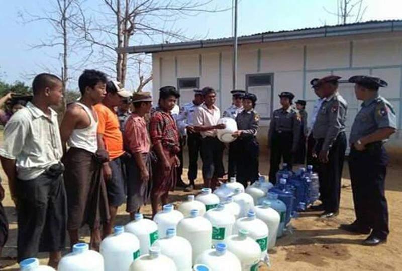 Police distributing water bottles. Photo: Ye Zarni